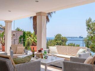 Villa Beach Serenity – Luxurious seafront villa with private beach in Hvar