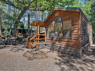 NEW Pinetop Cabin w/Patio-1 Mile from Main Street