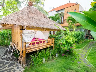 Bamboo hut, garden, pool and cold coconuts! (8)