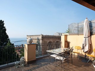 2 bedroom Apartment in Taormina, Sicily, Italy : ref 5247314