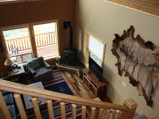 3000sqft 4 bedroom loft 3 bath Log home short drive to Yellowstone Park.