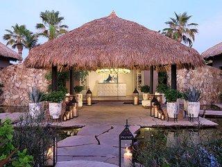 Deluxe 3 BR Villa w/ Free WiFi, Jacuzzi, Complex Pool & Tennis Court