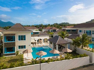 4BR Luxury Villa + VIP All Inclusive (Chef/ Daily Stocked Bar/ Maid and More!)