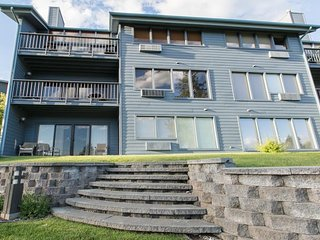 NEW LISTING! Waterfront condo w/harbor view, shared pool, hot tub & dock