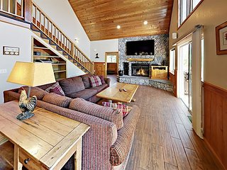 Spacious 4BR w/ Mountain Views, Huge Deck & Hot Tub - 2 Miles to Ski Resort