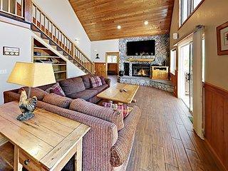 Spacious 4BR w/ Mountain Views, Huge Deck & Hot Tub - 2 Miles to Ski Resort
