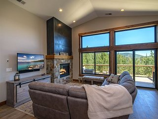 New Listing: Alder Creek 4BR-Access to Tahoe Donner Family-Friendly Amenities