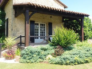 Dordogne Beautiful Self-Catering Cottage Exclusively for Adults, 2 pools