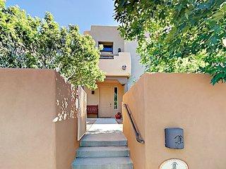 2BR w/ Loft, 2 Balconies & Patio - Near Santa Fe & Turquoise Trail