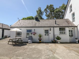 THE FARM AT THE STABLES, open-plan, pet-friendly, Groeslon 1.5 miles, Ref 978822