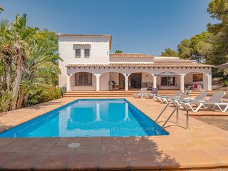 Views on the edge of the Mediterranean sea - a luxury holiday villa in Javea