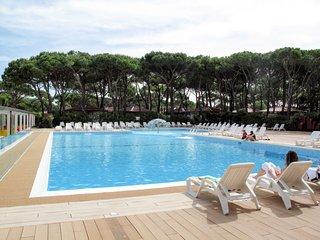 2 bedroom Apartment in Cortellazzo, Veneto, Italy : ref 5641415