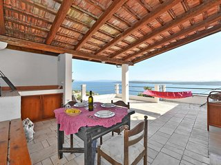 2 bedroom Villa with Air Con, WiFi and Walk to Beach & Shops - 5641078