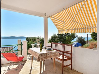 1 bedroom Villa with Air Con, WiFi and Walk to Beach & Shops - 5641274