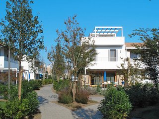 Brian-Roncaggia Apartment Sleeps 6 with Pool and Air Con - 5768660