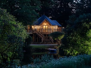 Treehouse on the Lake, Clowance  located in Camborne, Cornwall
