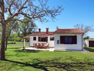 3 bedroom Villa with Air Con and WiFi - 5641040