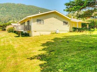 WAPITI CREEK~Great family home!  Distant ocean & Neah-Kah-Nie Mountain views!