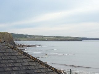 Relaxing holiday home 50 yards from beach and amazing sea views