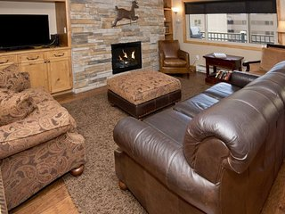 This 2 bedroom vacation condo in Lionshead Village is a short walk to the Gondol