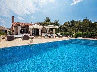 Villa Beach House – Waterfront villa in a peaceful bay of Mirca, Brac