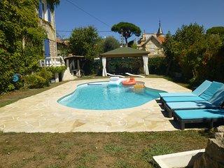 location F4 dans villa piscine a Juan les Pins