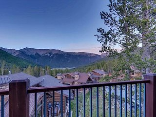 Retreat at Union Creek I: Luxe Ski-In/Out Home w/ Hot Tub, Foosball, Shuttle!