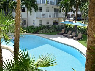 STEPS TO THE BEACH, 1 BR KEY BISCAYNE MODERN LOFT! POOL, FULL KITCHEN!