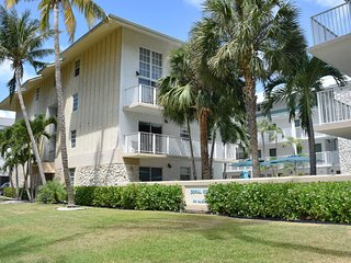 STEPS TO THE BEACH, 3 x 2BR/2BA KEY BISCAYNE APARTMENTS! POOL, FULL KITCHEN!
