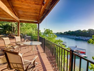 NEW LISTING! Lakefront house w/ lake views, large deck & dock - dogs OK!