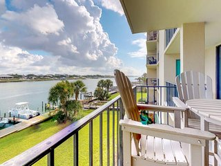 NEW LISTING! Peaceful condo between Ole River & Gulf-shared pool, beach access