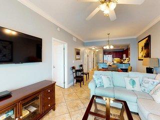 NEW LISTING! Condo offers gorgeous views, shared pool & hot tub, access to beach