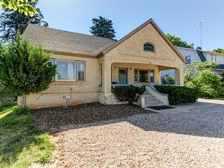 NEW LISTING! Spacious home in the heart of Cedar City - walk to Shakespeare Fest