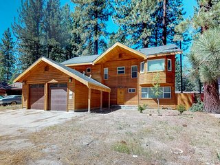 NEW LISTING! Spacious & luxurious home w/jetted tub, near Heavenly