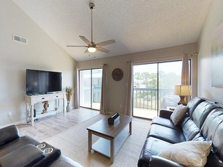 NEW LISTING! Spacious condo w/shared pool, boat slips, water-skiing, fishing