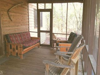 Rustic tree-lined retreat with plenty of privacy - close to hiking and fishing