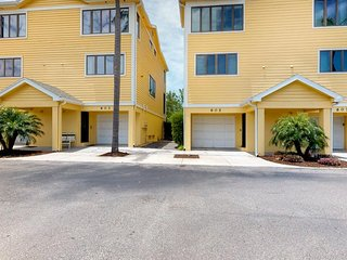 NEW LISTING! Charming condo w/shared tennis courts & pool - steps to the beach