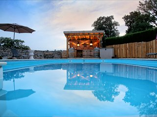 Twin bed room en suite pool with pool  .Nontron. Dordogne Sleeps 2