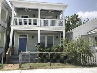 Coastal vintage home with patio, balcony, and free WiFi