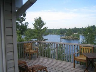 Beautiful 3 bedroom lakeside getaway!