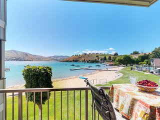 NEW LISTING! Waterfront condo w/shared pool, hot tub, sandy beach-walk to town