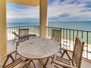 NEW LISTING! Waterfront penthouse on the Gulf w/ shared pool, hot tub, & sauna