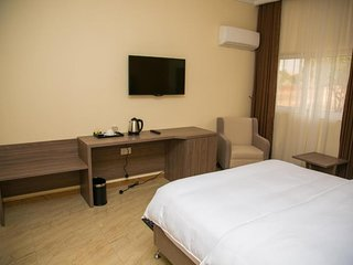 THE CONSORT SUITES (Junior Suite 2)