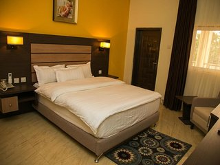 THE CONSORT SUITES (Deluxe Single Room 9)