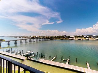 NEW LISTING! Beachfront condo w/ shared pool & balcony - views of the Ole River