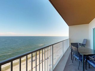 NEW LISTING! Gulf-front condo w/shared pool, hot tub, rec room-snowbird friendly