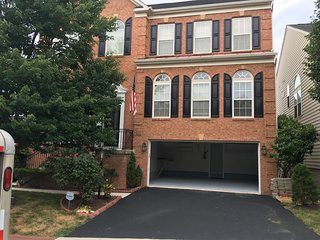 In People's Mind-Over 3k SF. 4BR 21/2 BATH HOUSE MNTS TO DC/BELVOIR