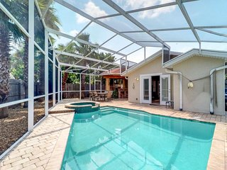 NEW LISTING! Beachside luxury cottage with private outdoor bar & pool