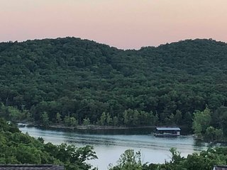 Best Value Panoramic Table Rock Lake View Near Silver Dollar City!