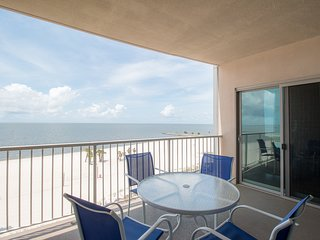 2 BR Sea Breeze Suite w/ WiFi, Balcony, Whirlpool Tub, Pool & Gym Access